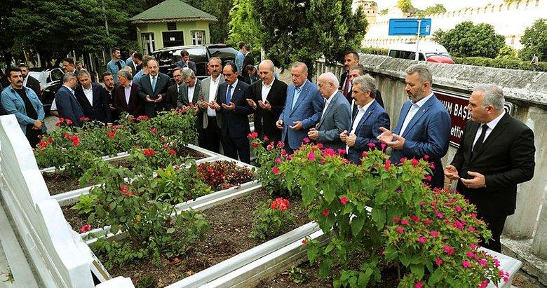 Başkan Erdoğan, Necmettin Erbakan'ın mezarını ziyaret etti