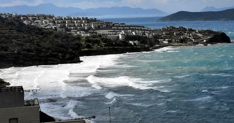 Bodrum'daki fırtına balıkçı teknelerini batırdı, dalgaların boyu 2 metreyi aştı