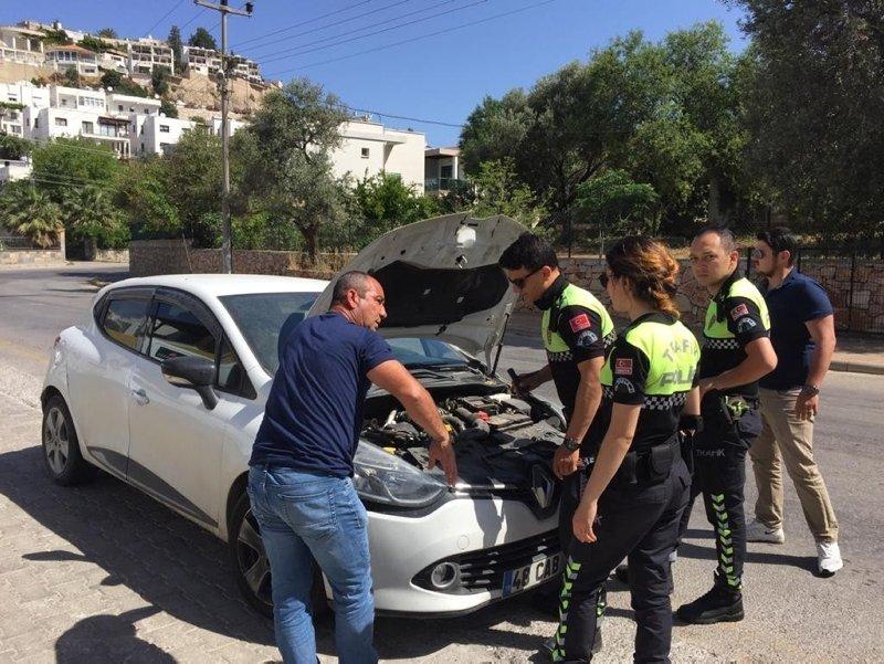 Bodrum'da durdurulan aracın kaputunu açan polisler şok oldu