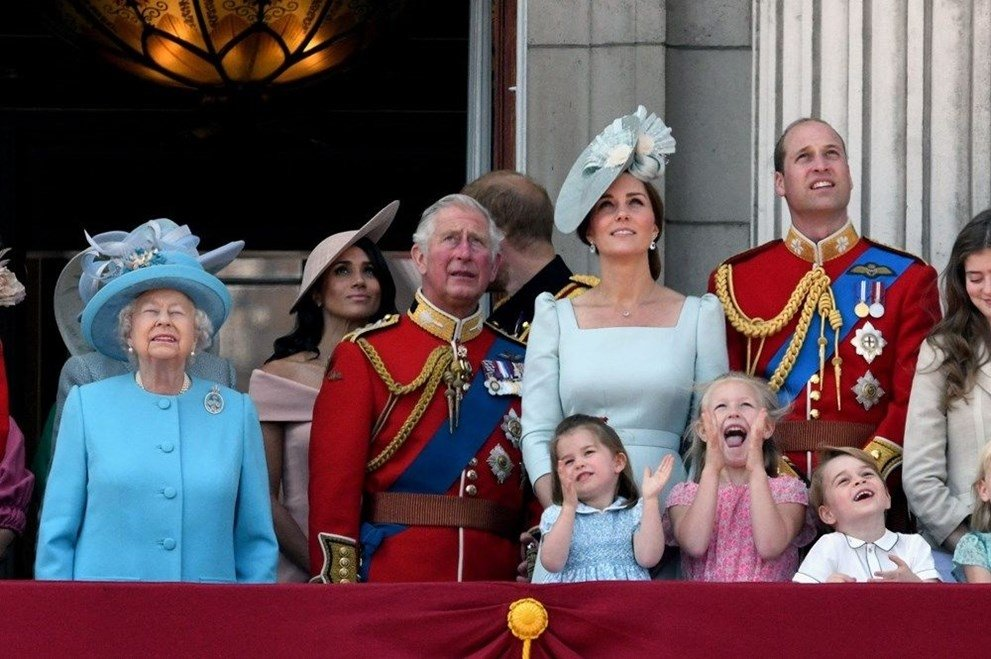 Kraliçe 2. Elizabeth için resmi geçit! 94'ncü yaş günü 20 dakika içinde kutlanacak