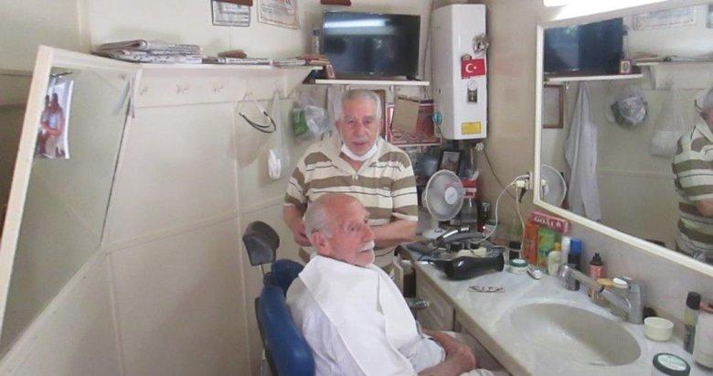 Erdek'te yarım asırdır berberlik yapıyor
