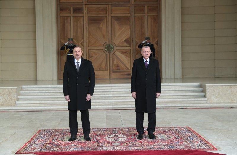 Başkan Erdoğan Azerbaycan'da mevkidaşı Aliyev'e tesbih hediye etti