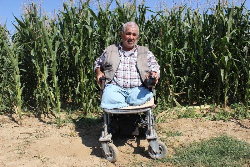 Biçerdöverde iki bacağını kaybetti, yaşama sevincini hiç kaybetmedi