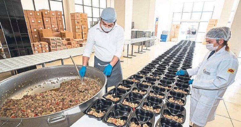 Ramazan'da 400 bin İzmirliye iftar yemeği