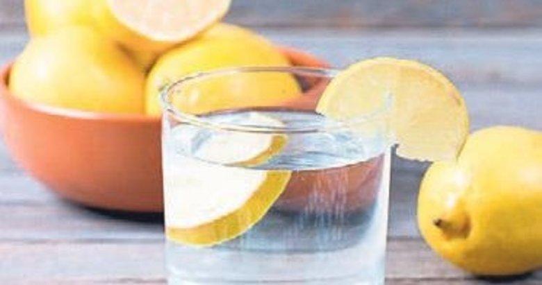 Limonlu su sayesinde aknelerden kurtulun