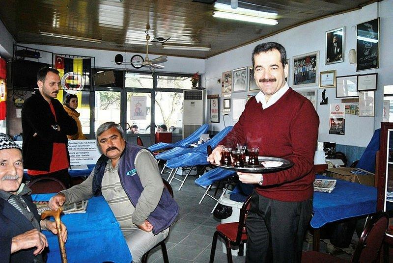 İzmir'de kahvehaneden örnek davranış! Bağışta bulunana tüm gün ücretsiz...