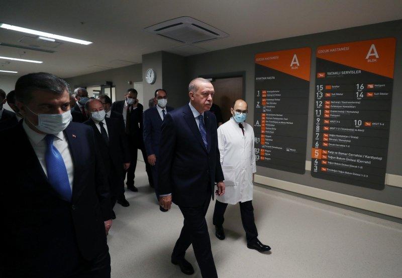 Başkan Erdoğan makam aracında maske taktı! İşte o anlar