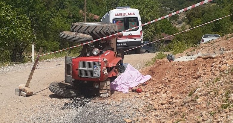 Denizli'de devrilen traktörün altında kalan sürücü öldü