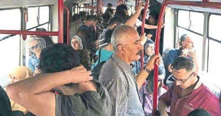 İzmir'de sauna gibi otobüs! Vatandaşlar isyan etti