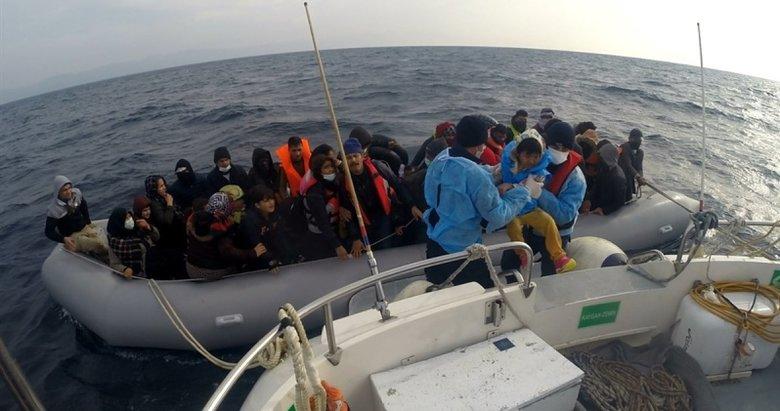 Ayvacık açıklarında, lastik bottaki 54 kaçak göçmen kurtarıldı
