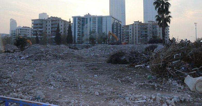 Depremzede aile yıkılan apartmanın yerine çocuk parkı yapılmasını istiyor