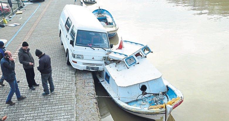 Minibüs tekneye çarpmayı başardı!