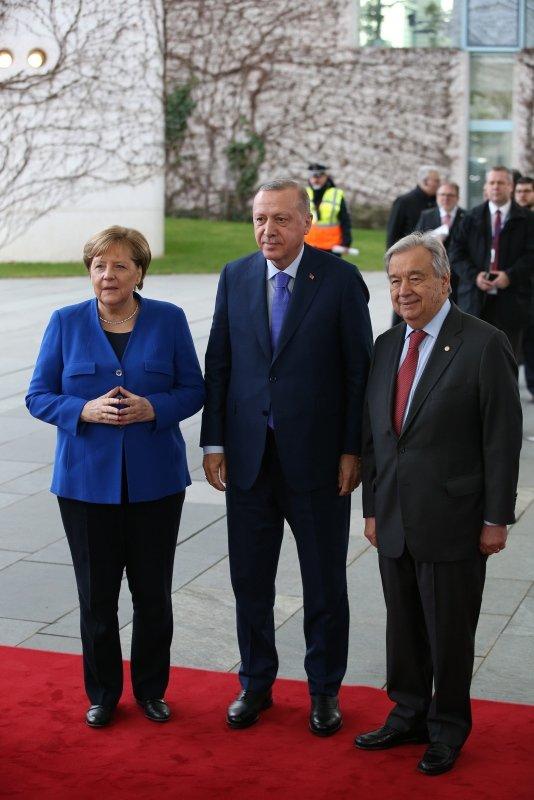 Başkan Erdoğan'ın Berlin'de aracından yansıyan kare gündeme oturdu
