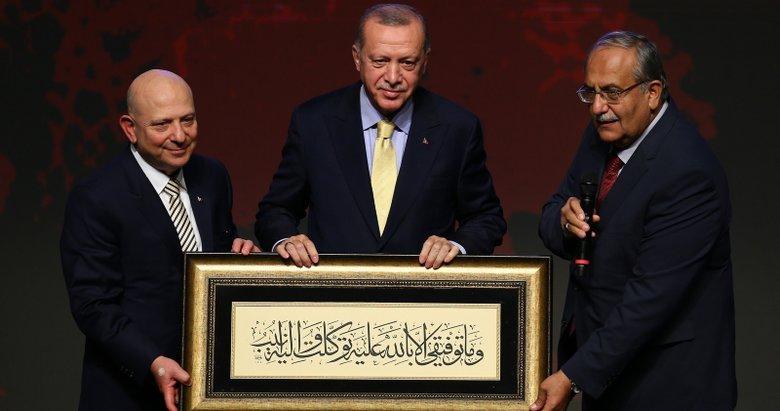 Ankara Üniversitesi İlahiyat Fakültesi'nin 70. kuruluş yıl dönümünde Başkan Erdoğan'a özel hediye