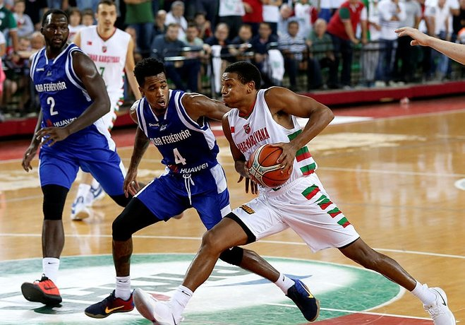 Sezona fırtına gibi başlayan Pınar Karşıyaka bugün saat 15:15'te Gaziantep Basket'e konuk oluyor.