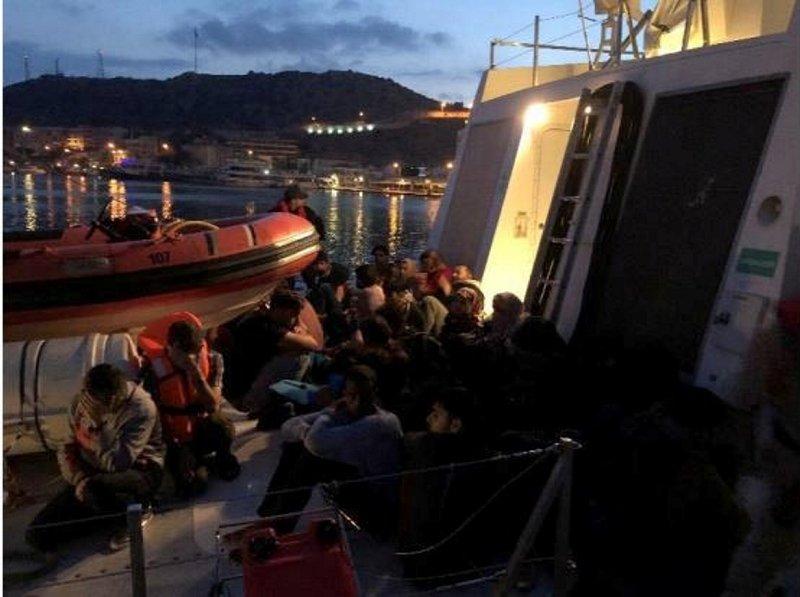 Çeşme ve Seferihisar açıklarında 91 kaçak yakalandı
