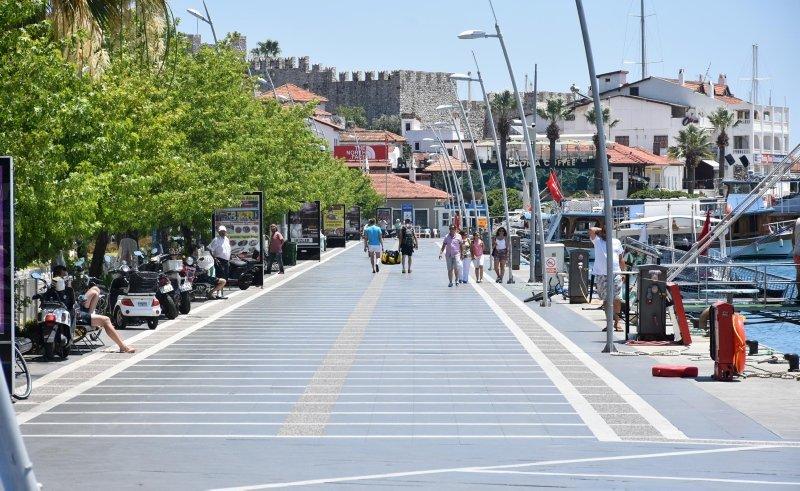Turizm cenneti Marmaris'te sıcak hava nedeniyle sokaklar boşaldı