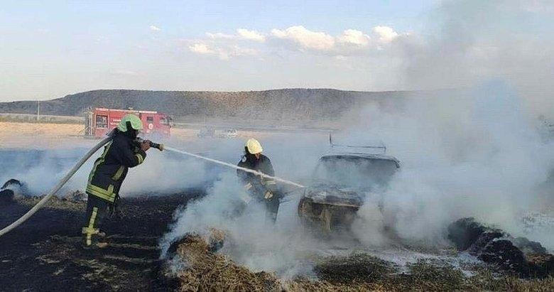 Toprağa saplanan araç araziyi alevlere bıraktı