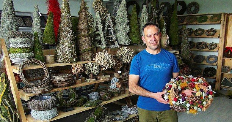 Uşka'ta bir kişi kozalak ve kuru dalları işleyip 25 ülkeye ihracat yaptı