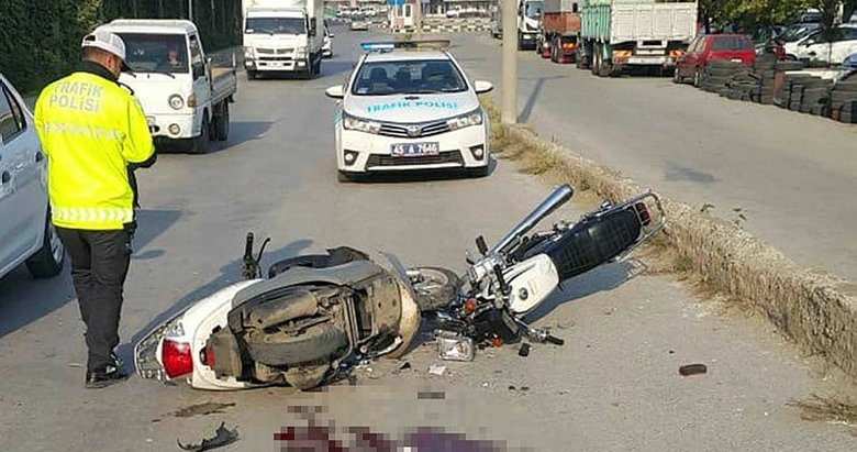 Manisa'da iki motosiklet kafa kafaya çarpıştı
