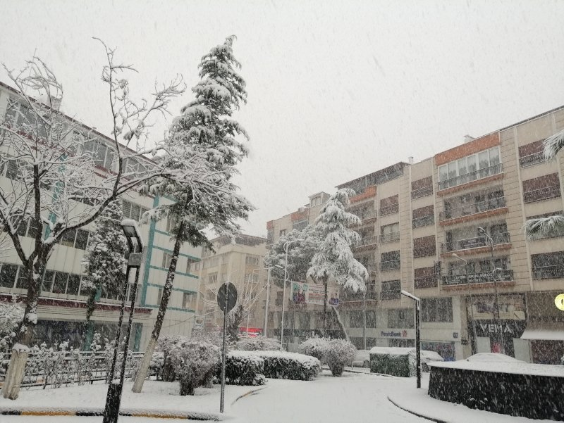 Soma'ya 3 yıl aradan sonra kar yağdı