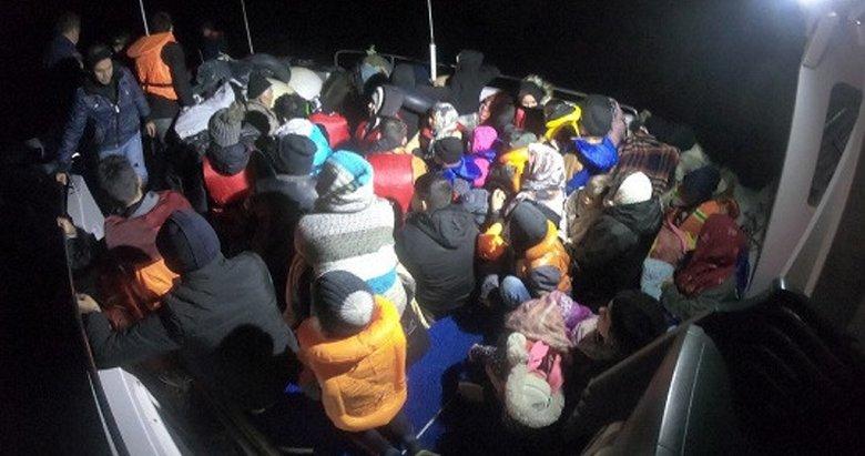 Çanakkale'de lastik botta 23'ü çocuk, 44 kaçak göçmen yakalandı