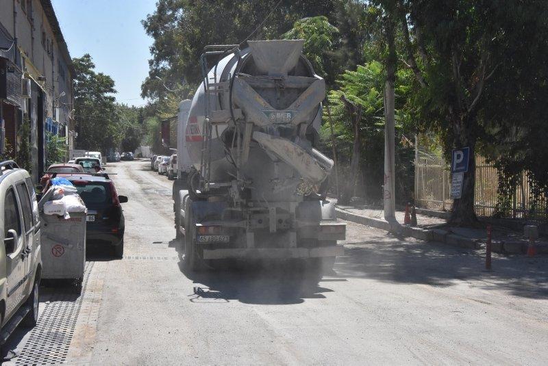 İzmir'deki toz, esnafı canından bezdirdi