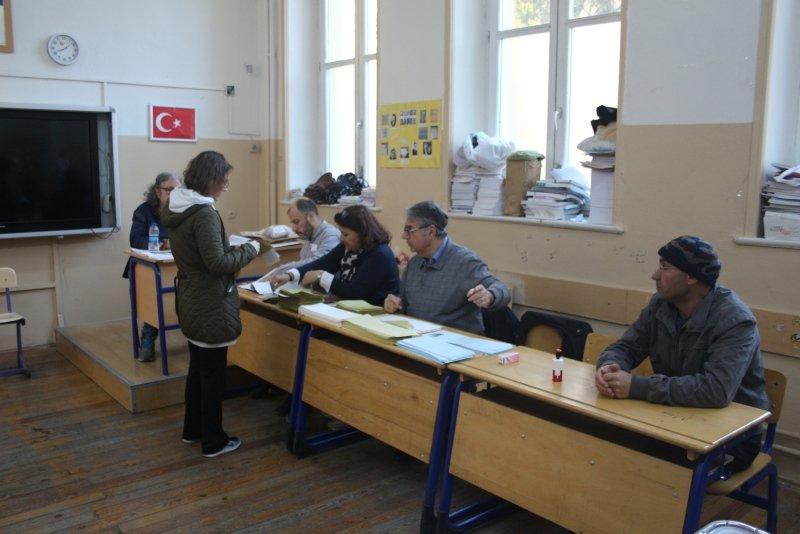 İzmir'de oy verme işlemi başladı