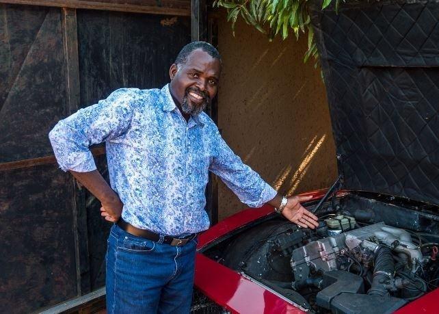 Hayallerindeki otomobili evinin garajında yaptı! Dünyayı hayran bıraktı...