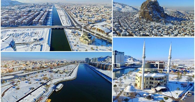 Afyonkarahisar'da eşsiz kış manzarası! Karahisar Kalesi kış güzelliğiyle görenleri cezbediyor