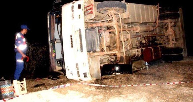 İşçileri taşıyan midibüs kaza yaptı: 31 yaralı