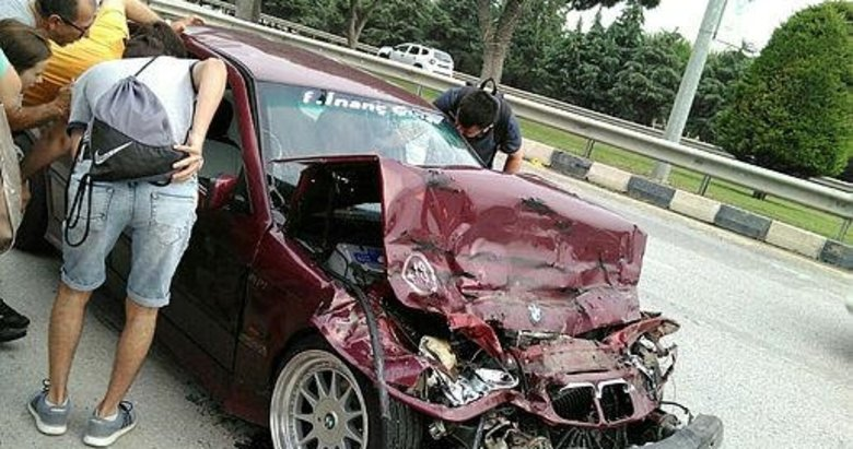Manisa'da feci kaza! Sıkıştığı yerden yaralı olarak çıkarıldı