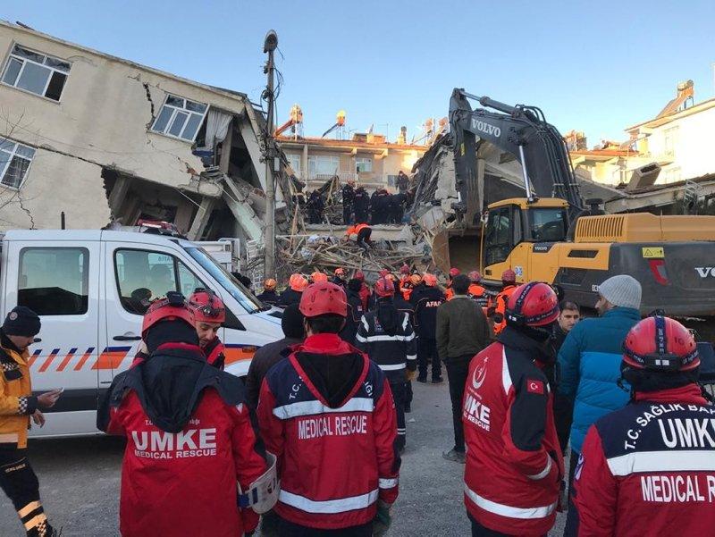 Elazığ ve Malatya'da yıkımın boyutu gün ağarınca ortaya çıktı! İşte son görüntüler