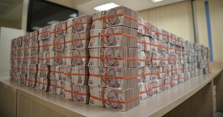 Milli Piyango özel yılbaşı çekilişi'nde 25 milyon TL ikramiye kazanan talihli çekini teslim aldı