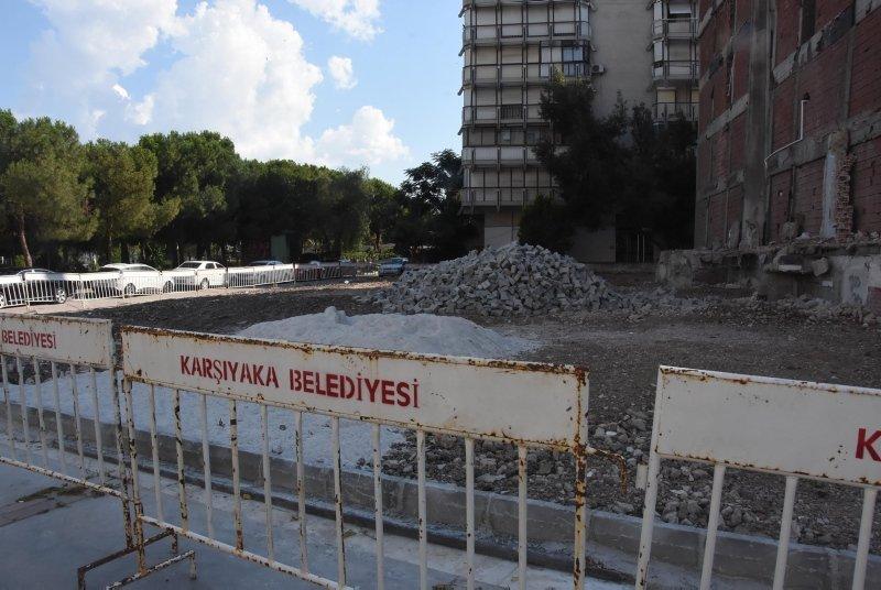 Eğik binaların ev sahiplerinden belediyeye tepki! İzmir Büyükşehir Belediyesi yine mağdur etti!