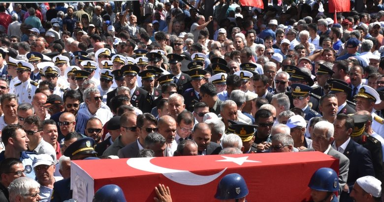 Şehit Üsteğmen Muğla'da binlerce kişi tarafından son yolculuğuna uğurlandı