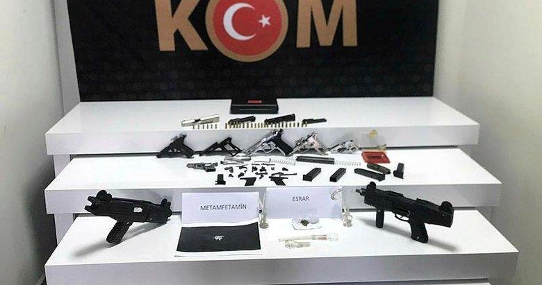 Kurusıkı tabancaları gerçek silahlara çevirip satıyordu! Polis baskınında yakalandı