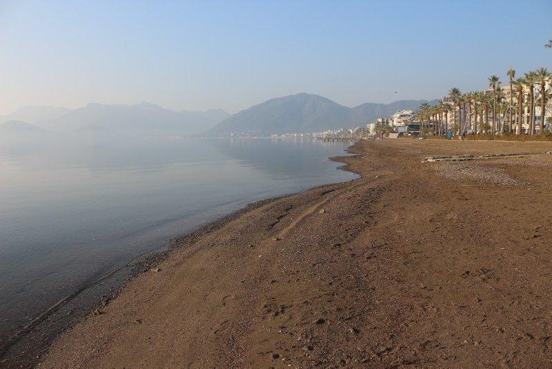 Muğla Marmaris'te deniz çekilmesi endişeye neden oldu