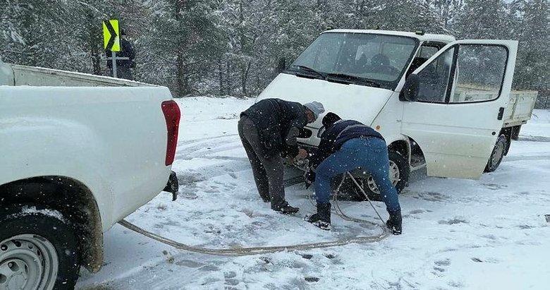 Manisa'da karda mahsur kalan vatandaşlar kurtarıldı