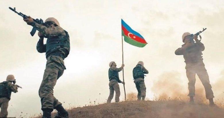 Türk'ün şanlı bayrağı dikildi! Mevzileri bırakıp kaçıyorlar