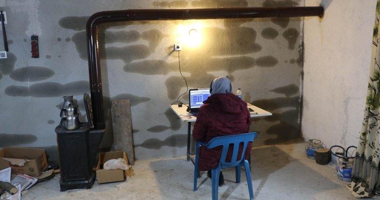 Kızının eğitimi için internet çeken kekik tarlasına baraka yaptı