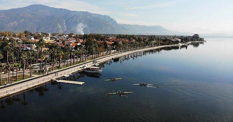 Köyceğiz Gölü, kano ve kürek takımlarının vazgeçilmez adresi oldu