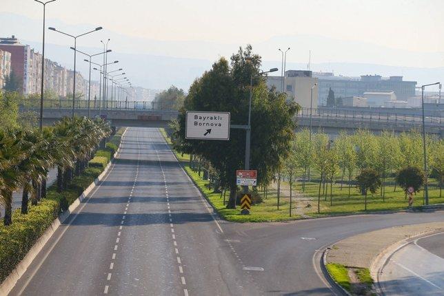 İzmir'de yasağın ardından cadde ve sokaklar boş kaldı