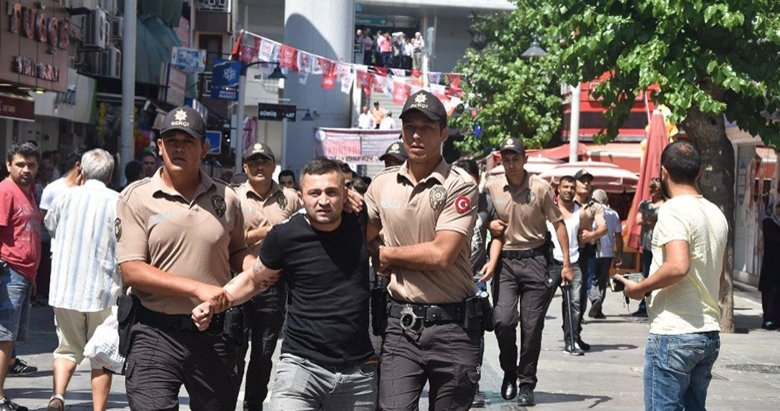İzmir'de pazarcılara polis müdahalesi