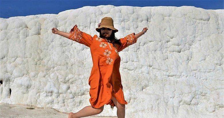 Denizli'de 2 bin 500 yüzyıllık antik havuzda günde 2 bin turist tarihe yüzüyor