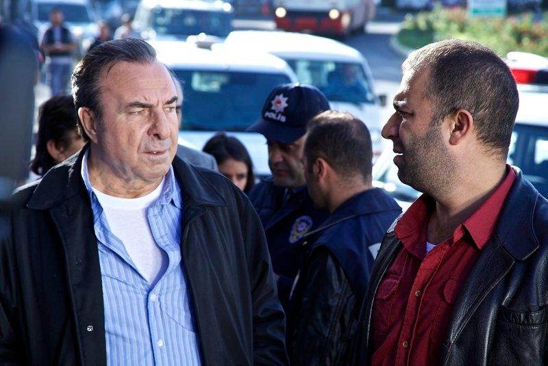 Arka Sokaklar dizisinin Rıza Baba'sı Zafer Ergin'in yaşını duyan inanamadı