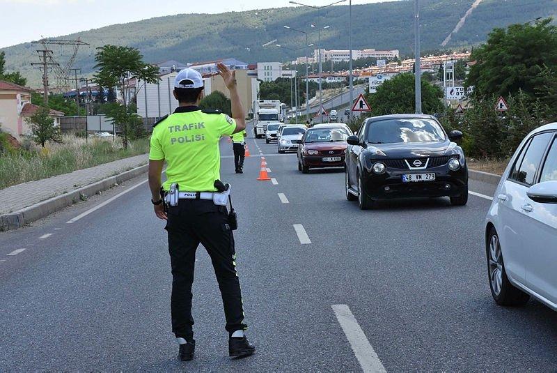 En fazla araç hangi ilde var? Ege'nin o ilinde iki kişiden biri taşıt sahibi! İşte illere göre trafiğe kayıtlı araç sayıları...