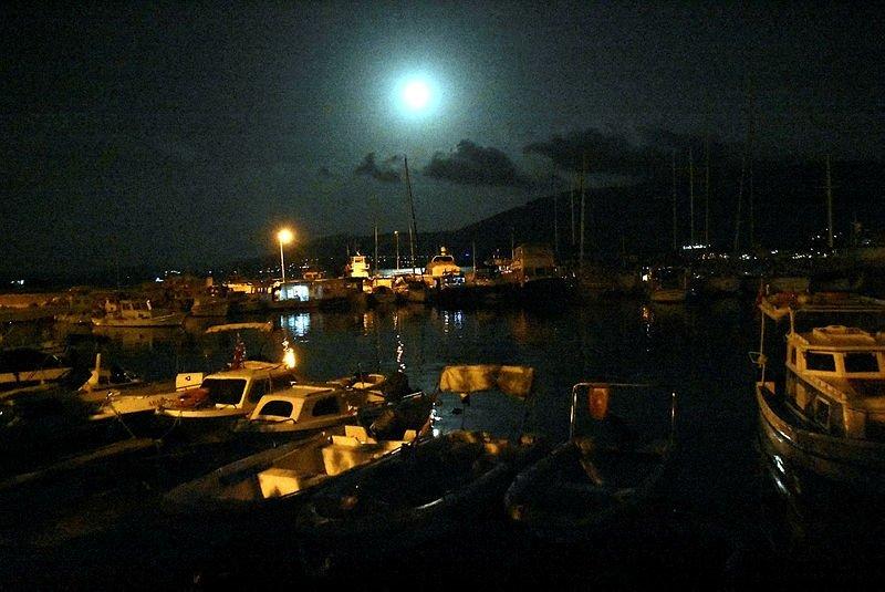 Süper Ay'ın parlaklığı Bodrum'u aydınlattı
