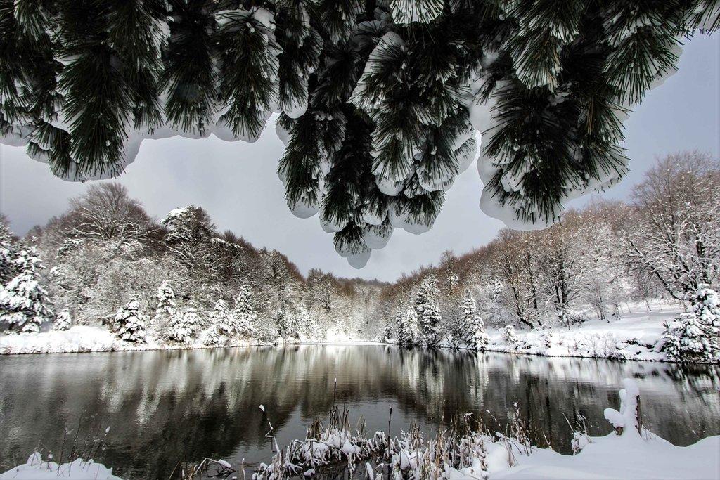 Kar yağışı Domaniç Dağlarını beyaza bürüdü! İşte kartpostallık görüntüler...