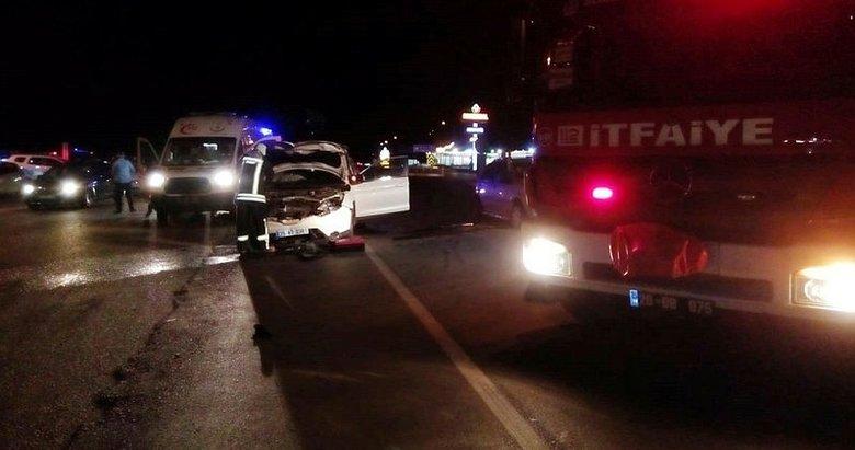 Denizli'de iki otomobilin çarpıştığı kazada ölü ve yaralılar var